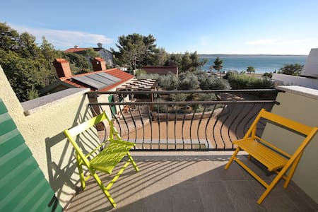 Charming apartment directly on the sea, Whirlpool and sauna, beautiful garden