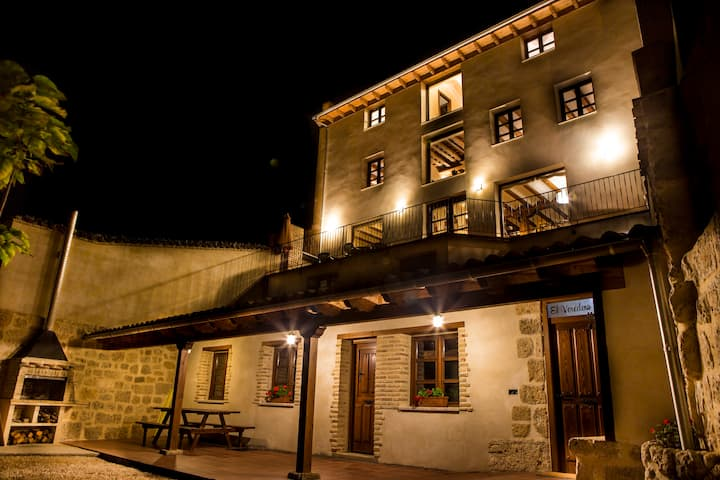 Casa rural a los pies del castillo en pleno Camino