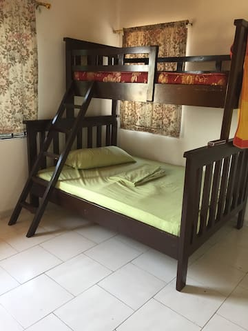 Private room for 3 guest at 20$ - Achimota - Flat