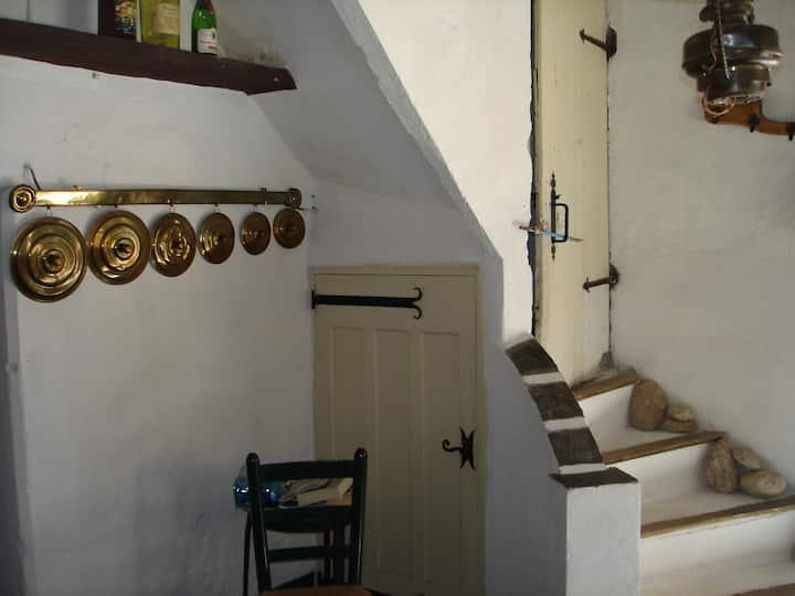 Maison rustique dans village calme