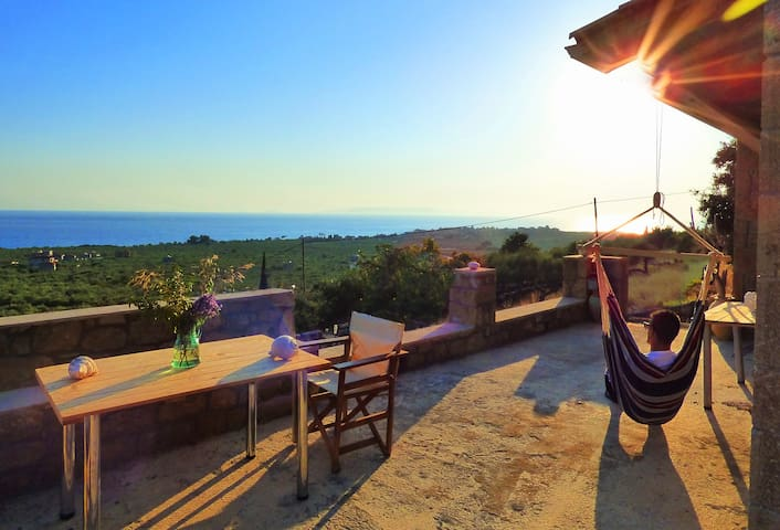 ALONI:Cobble house near the beach,Amazing sea view - Rigklia - Dům