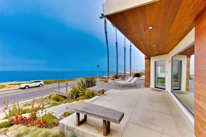 OCEANFRONT SUNSET & INFINITY VIEWS  MOD POOL HOME