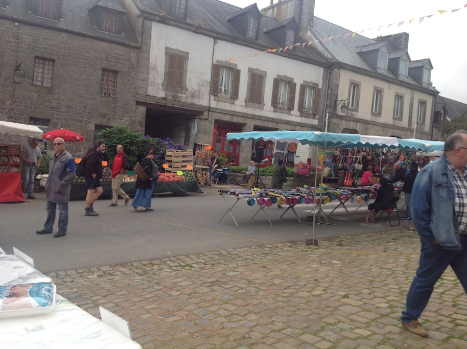 Local guerlesquin farmers market for fresh foods and goods