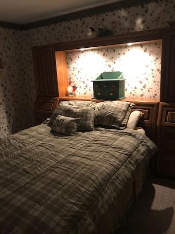 1st floor queen bed