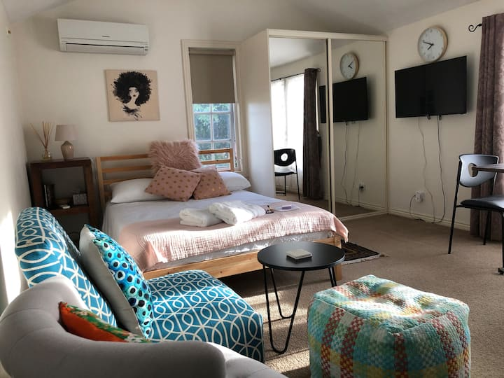 Cosy Guesthouse own private entrance and car park