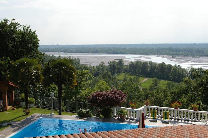 Matrimoniale con terrazzo e bagno - San Daniele del Friuli - Aamiaismajoitus