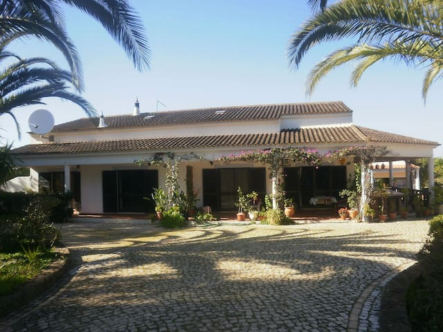 Rural, peaceful, relaxing, secure and friendly. - Alcantarilha - Villa