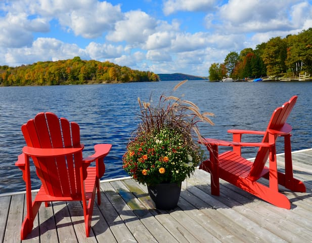 Muskoka Waterfront Bayshore Cottage