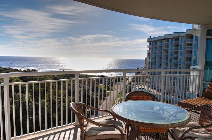 Horizon 616 Beautiful condo with resort amenities such as indoor and outdoor pools, lazy river and more!