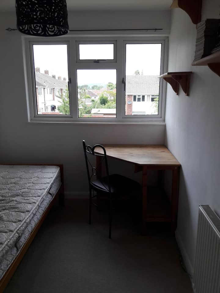 Adorable single room in Taunton town centre