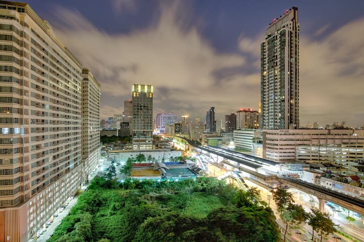 Next to BTS Skytrain in City Center of Bangkok - Bangkok - Condominium