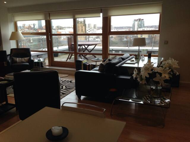 Panoramic Cityscape Penthouse Apartment - Leeds - Appartement