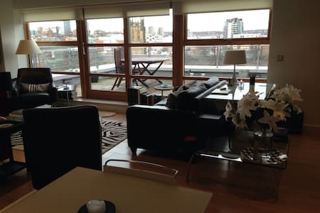 Panoramic Cityscape Penthouse Apartment - Leeds - Huoneisto