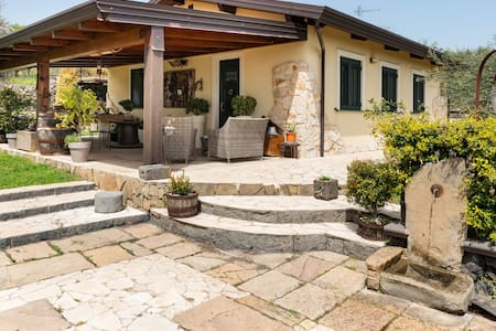 Cottage with Jacuzzi, Wi-Fi, Garden and Air Conditioning