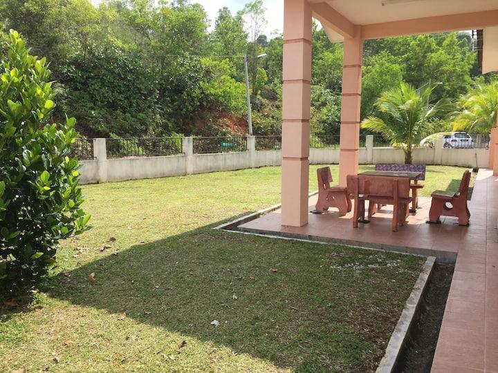 Sriserai Guest House Corner Lot