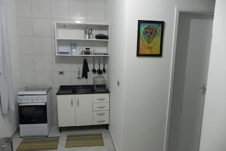 Apartamento completo e aconchegante.