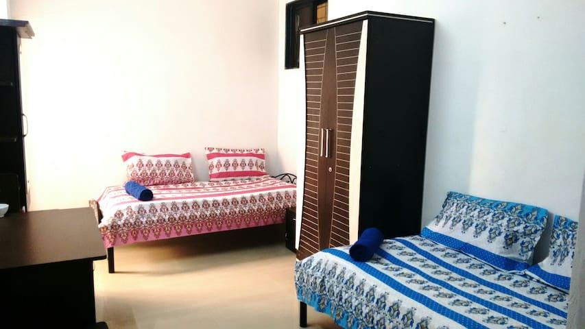 Homestay @ Baner (Room with Balcony) - Pune - Bangalô