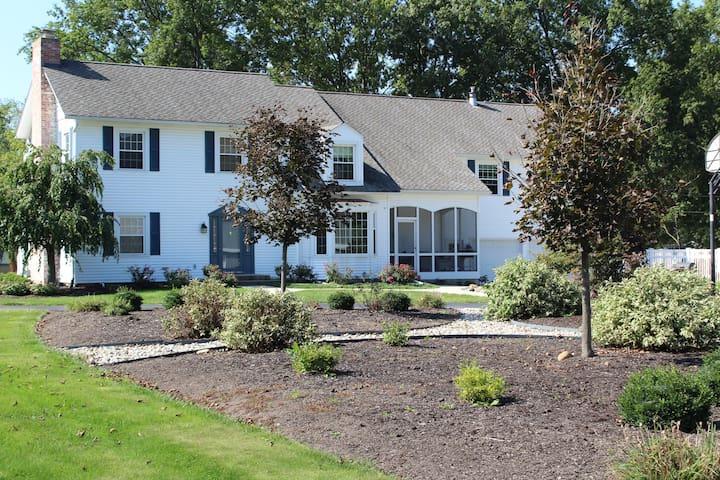 Splendid Farmhouse & cottage family compound