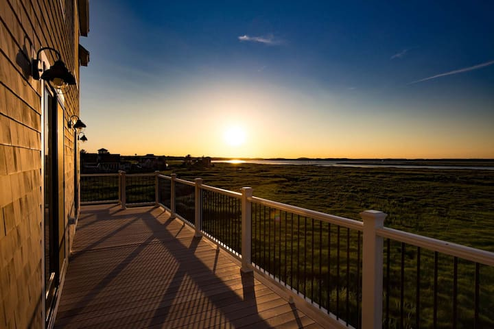 Artist's Perch: Special Winter Rates - Expansive Ocean Views, Luxury Home, Wrap-Around Deck