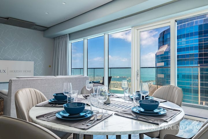 LUX | Lavish Suite with Full Palm Jumeirah View 2