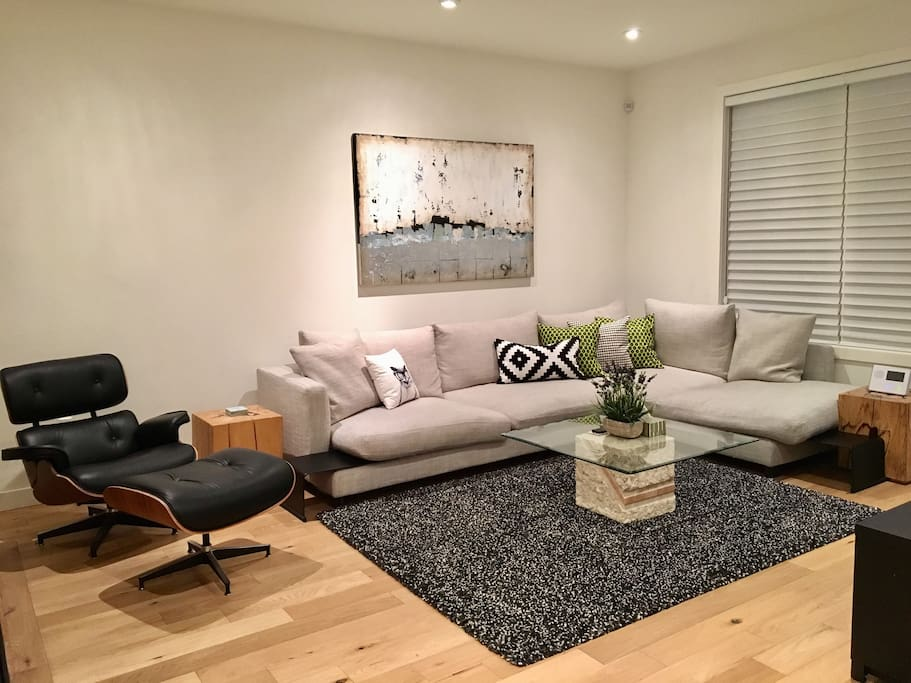 Shared Living Room with Big Screen TV (Cable & Netflix Included)