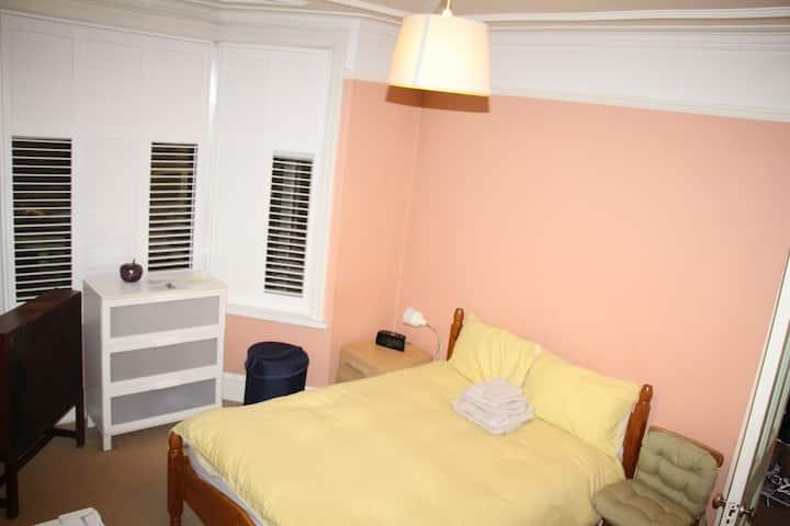 Private, Quiet, Ground Floor, spacious double-room