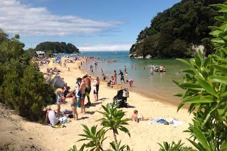 Budget luxury,near Abel Tasman, big swimming pool - Kaiteriteri