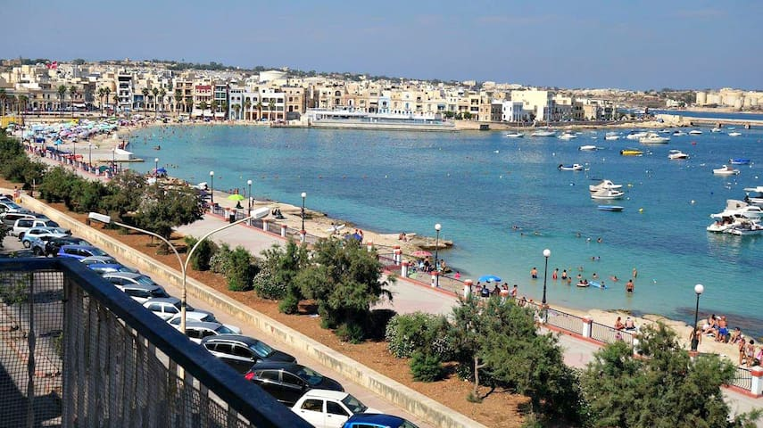 Spacious Seafront Apartment - Perfect Location! - Birżebbuġa - Byt