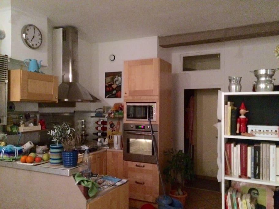 La cuisine ouverte sur le salon