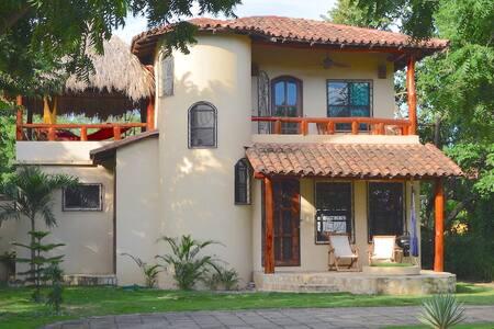 2BR/2B Cozy Private house Guasacate - Las Palmeras