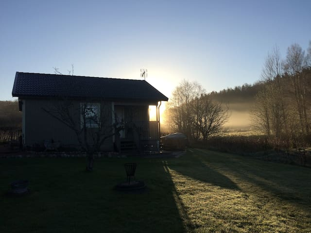 Peaceful family B&B close to the ocean & forest - Svineviken