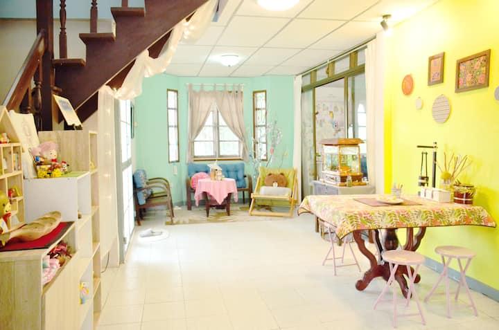 Solunery Arthouse~ Eco fan room BKK airport