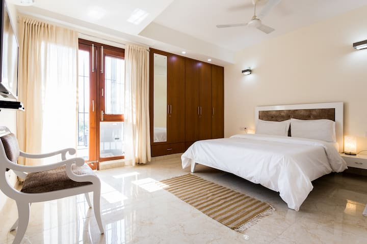 Beautiful room with Fresh & Healthy Breakfast - New Delhi - Leilighet