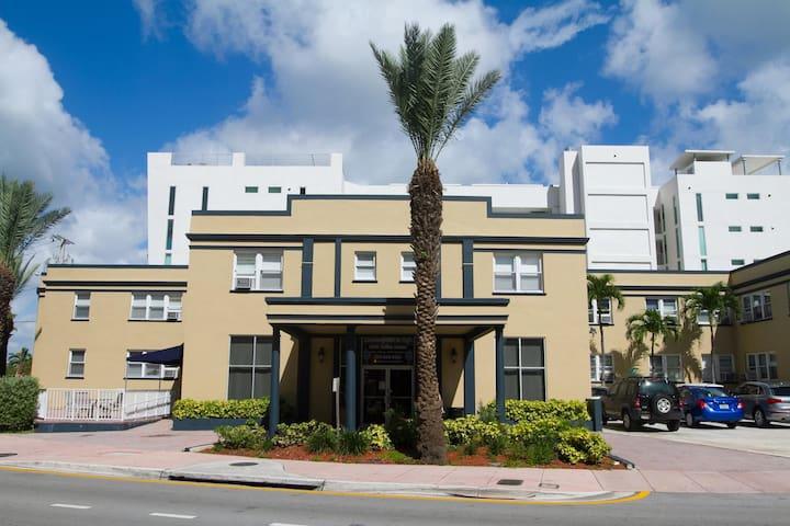Lombardy Inn Miami Beach 2 DBL beds Hotel Room (D)