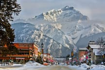 Surround yourself with the stunning Rocky Mountains in Banff National Park!