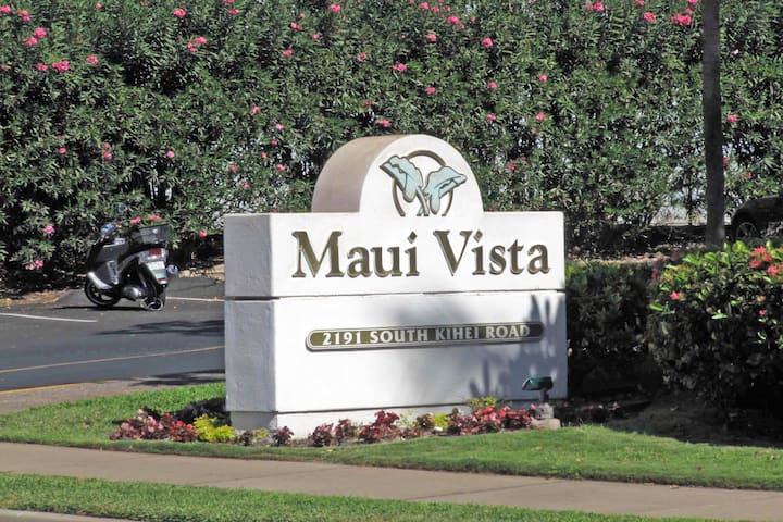 Front Sign for the Maui Vista Resort on South Kihei Road
