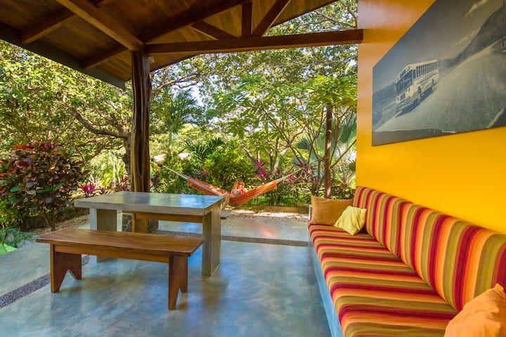 "Casa QUEBRADA Playa Negra ""los nancites"""