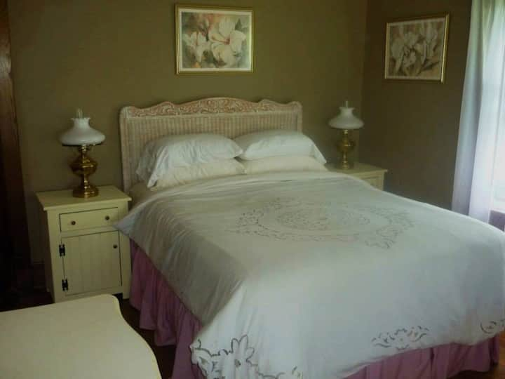 Country Guest Room/Private Bath, Finger Lakes, NY