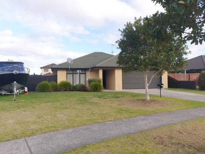 3 bedroom stand alone house in beautiful Papamoa!