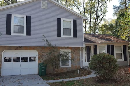 Entire 3 B/R  2Full Bath Nice Quiet - Stone Mountain - Hus