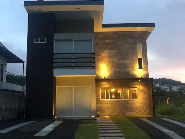 Mandoleo Beach House