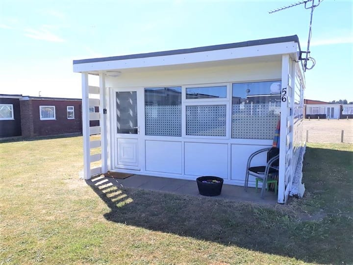 Immaculate Detached Chalet - 5 min walk to beach