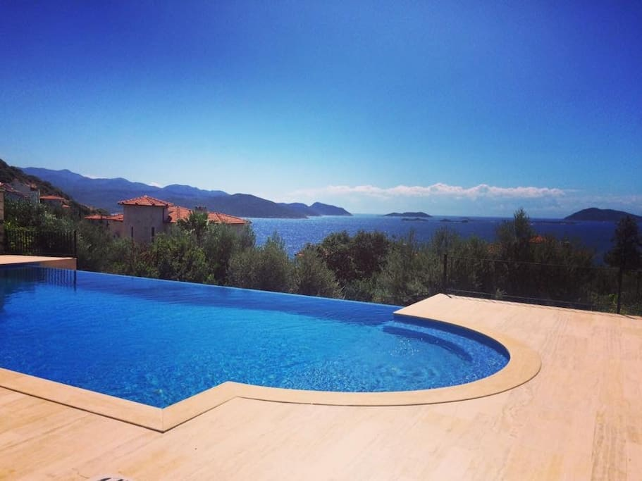 Amazing Infinity pool which is attended to daily. Relax whilst absorbing views out to sea.