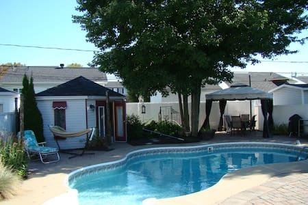 Maison ensoleillée avec piscine et SPA - Trois-Rivières - Huis