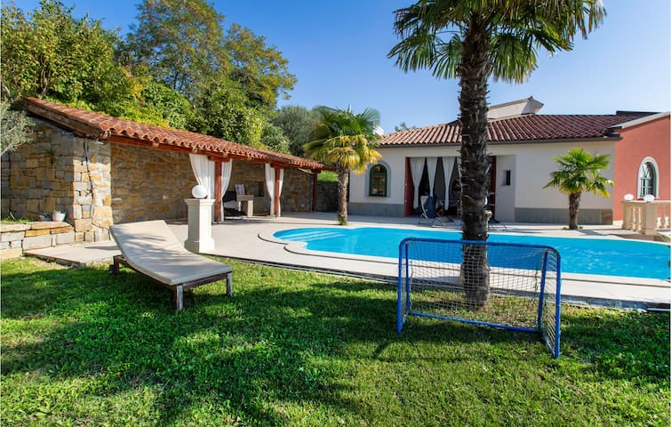 Holiday cottage with 5 bedrooms on 285m² in Ankaran