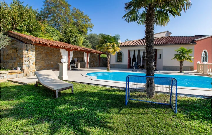 Awesome home in Ankaran with Outdoor swimming pool, Jacuzzi and 6 Bedrooms