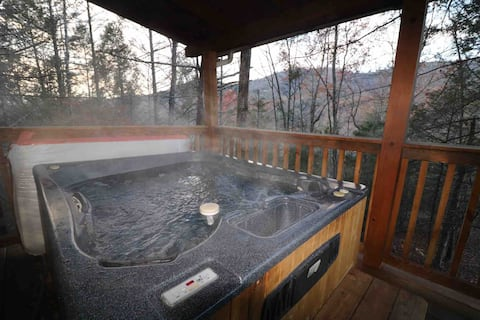 Social Distancing Getaway!!! Relax in Your HOT TUB
