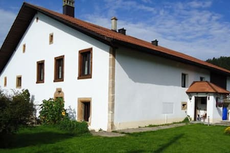 Beautiful Guest House in Jura - Les Emibois - Bed & Breakfast