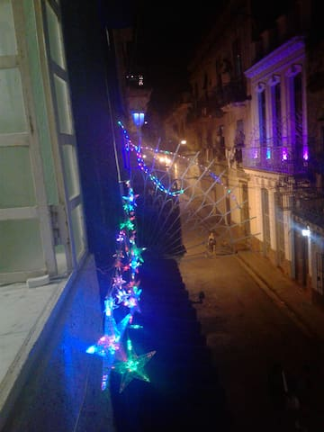 Desde el balcón una vista de la calle
