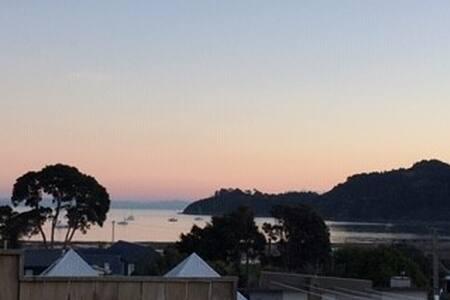 Perfect Location & Sunset Seaviews in Oneroa